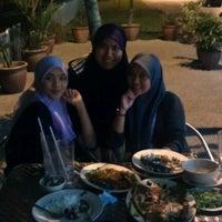 Photo taken at Restoran Sekinchan Bakar Shah Alam by Mis N. on 3/31/2012