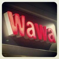 Foto tomada en Wawa por Deirdre C. el 5/1/2012