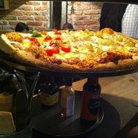 Foto tomada en Cancino Pizza por Paulina P. el 5/19/2012