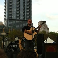 Foto scattata a Auditorium Shores at Lady Bird Lake da OJ G. il 3/17/2012