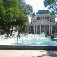 Снимок сделан в Градинката пред Народен театър пользователем Veli A. 9/6/2012
