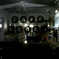 Foto diambil di Café Negro oleh Maria B. pada 8/5/2012