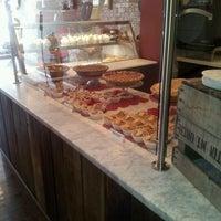 3/13/2012 tarihinde Latoya A.ziyaretçi tarafından Pie Sisters'de çekilen fotoğraf