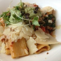 Das Foto wurde bei White Dog Cafe von Joey C. am 9/8/2012 aufgenommen