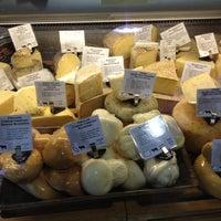 Das Foto wurde bei Beecher's Handmade Cheese von Shawna B. am 6/27/2012 aufgenommen
