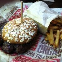 Foto scattata a Epic Burger da Kimberly J il 5/22/2012