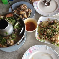 Photo taken at Aree Seafood by Piphat C. on 4/22/2012