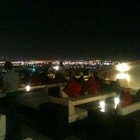4/25/2012 tarihinde Blake W.ziyaretçi tarafından Jumeirah Beach Hotel'de çekilen fotoğraf