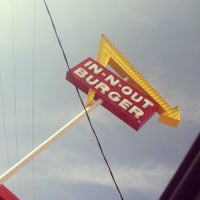 Photo taken at In-N-Out Burger by Javier G. on 4/9/2012