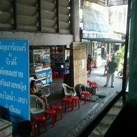 Das Foto wurde bei Khon Kaen Bus Terminal von Maprang N. am 2/22/2012 aufgenommen