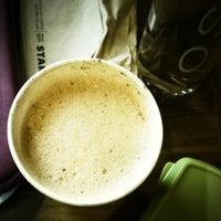 รูปภาพถ่ายที่ Starbucks โดย Francesca E. เมื่อ 9/6/2012