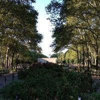 8/28/2012 tarihinde Cora G.ziyaretçi tarafından Cadman Plaza Park'de çekilen fotoğraf