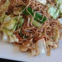 รูปภาพถ่ายที่ Khun Dom โดย Geovannie A. เมื่อ 4/9/2012