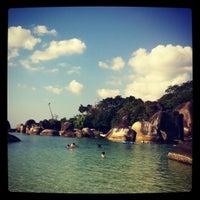 Das Foto wurde bei Tanjung Tinggi Beach von Rayna S. am 7/6/2012 aufgenommen