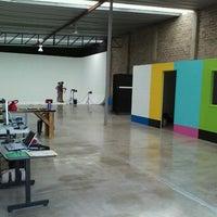 Photo taken at Public Studio - Foro Estudio de Foto y Video - by Jorge Ivan L. on 9/10/2012