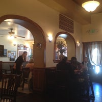 4/6/2012 tarihinde shaun q.ziyaretçi tarafından Samos Restaurant'de çekilen fotoğraf