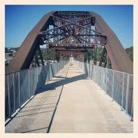 Foto tomada en Clinton Presidential Park Bridge por Rich D. el 9/9/2012
