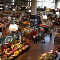 รูปภาพถ่ายที่ Whole Foods Market โดย Stephanie P. เมื่อ 5/24/2012