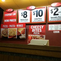 Photo taken at Pizza Hut by Gladys on 5/10/2012