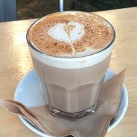 Photo prise au Octane Coffee + Little Tart Bakeshop par Kenzie B. le6/5/2012