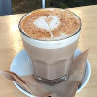 Foto diambil di Octane Coffee + Little Tart Bakeshop oleh Kenzie B. pada 6/5/2012