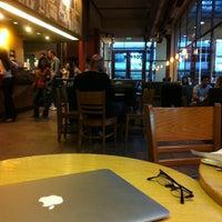 Снимок сделан в Starbucks пользователем Agustina B. 3/13/2012