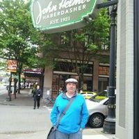 Das Foto wurde bei John Helmer Haberdasher von Ansley am 5/6/2012 aufgenommen