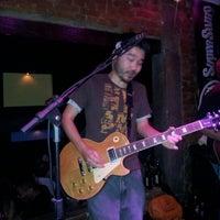 Foto tirada no(a) Buxixo Rock Bar por Vitor A. em 9/7/2012