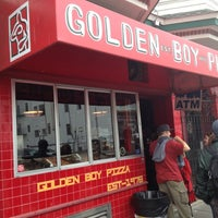 Foto scattata a Golden Boy Pizza da HO M. il 10/31/2012