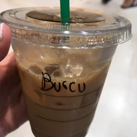 Foto tirada no(a) Starbucks por Burcu A. em 7/20/2017