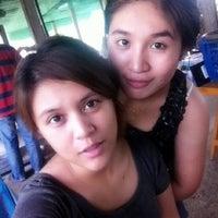 Photo taken at ขนมจีนสุพรรณี by Natthawiranuf K. on 12/8/2012