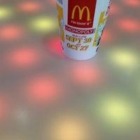 Das Foto wurde bei McDonald's von Steve C. am 10/11/2014 aufgenommen