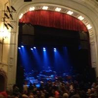 Das Foto wurde bei Moore Theatre von Kristin G. am 6/22/2013 aufgenommen