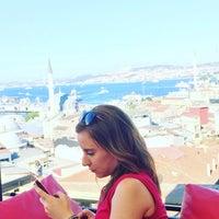 รูปภาพถ่ายที่ İstanbul Yeditepe Teras Cafe Restaurant Nargile โดย Ebru Ü. เมื่อ 7/7/2018