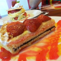 Photo taken at Strawberry Forever Dessert Cafe by Lyn郑涵予 on 11/19/2012