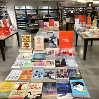 Photo taken at Fully Booked by Ингаа Х. on 3/26/2018