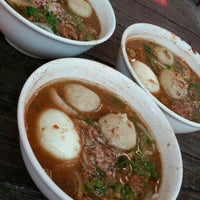 Photo taken at Xiao Er Laksa by 能族 异. on 9/20/2015