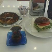 Photo taken at Gaziantep Yedilioğlu Pastanesi by Recep ☺. on 2/27/2017