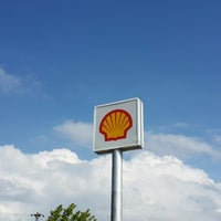Photo taken at Shell by Hüseyin B. on 7/13/2014