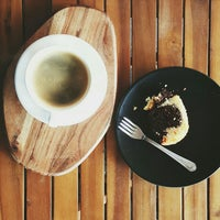 รูปภาพถ่ายที่ Overdose Coffee 3rd Wave Coffee Shop & Roastery โดย Medya J. เมื่อ 12/5/2015