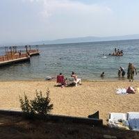 Photo taken at Narlı Beach Club by Gamze D. on 8/5/2015