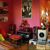 Das Foto wurde bei Vinyl Cafe von Vinyl Cafe am 7/14/2014 aufgenommen