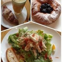 Photo prise au Sunflour Bakery & Café par Coco Q. le2/15/2013
