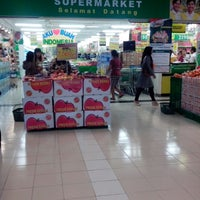 Photo taken at Giant Hypermarket by Nurina S. on 6/15/2013