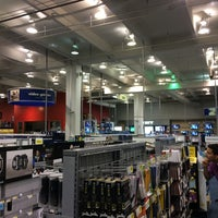 Photo taken at Best Buy by Ramon A. on 7/15/2014