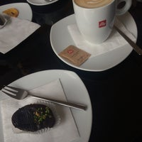 Photo taken at Gourmet Club Deli & Cafe by Lottis on 10/18/2016