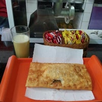 Photo taken at Pastel do Bairro by Rafaela P. on 9/21/2012
