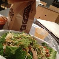 รูปภาพถ่ายที่ Chipotle Mexican Grill โดย Lynn เมื่อ 12/6/2012