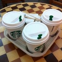 10/13/2012 tarihinde bad k.ziyaretçi tarafından Starbucks'de çekilen fotoğraf