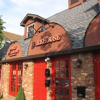 Foto scattata a Nicky's Firehouse Italian Restaurant & Pizzeria da Nicky's Firehouse Italian Restaurant & Pizzeria il 7/14/2014
